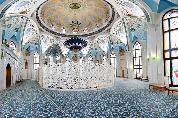 Внутри мечеть изумительна
