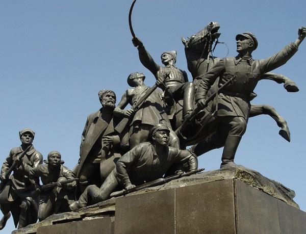 Памятник Чапаеву