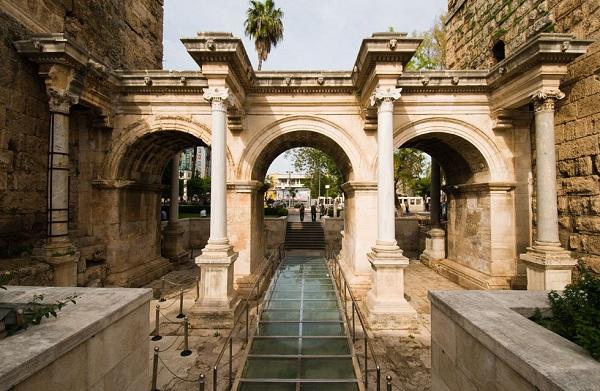 Адриановы ворота