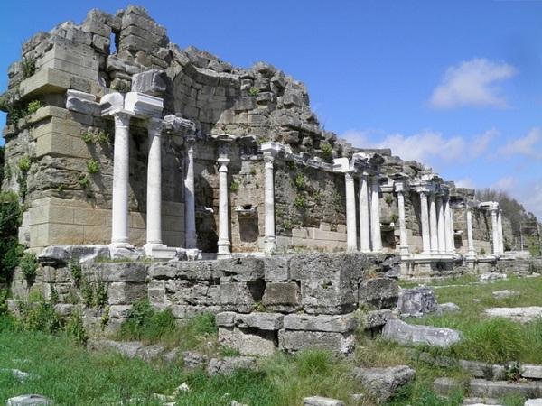 Монументальный фонтан Нимфеум