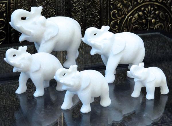 Мраморные статуэтки слонов