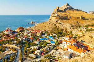 Судак - один из главных крымских курортов, цены которого не кусаются