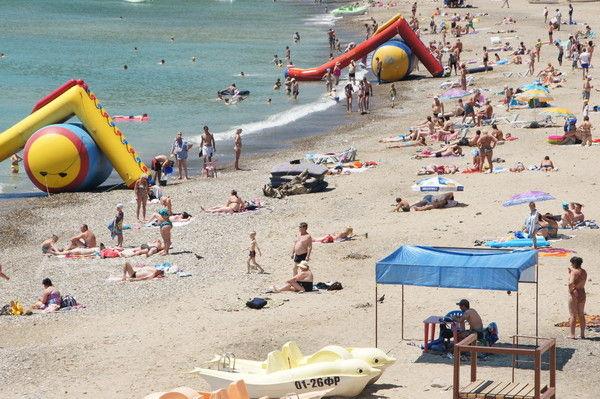 Центральный галечно-песочный пляж