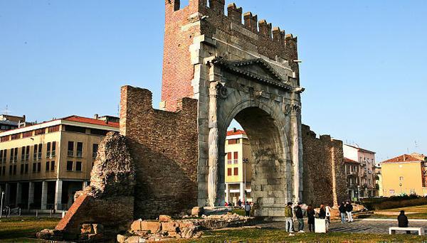Арка императора Августа (Arco D'Augusto)