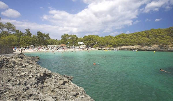 Пляж Кала Мондраго.