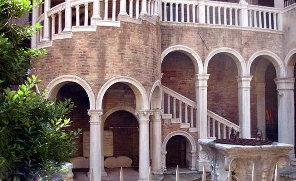 Палаццо Контарини дель Боволо(Palazzo Contarini del Bovolo)