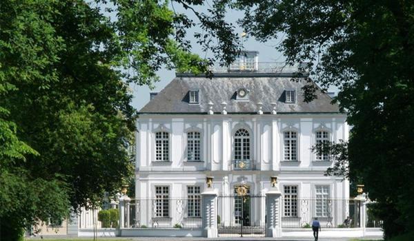 Охотничий замок Фалькенлуст в Брюле