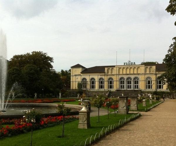 """Замок """"Флора"""" в ботаническом саду"""