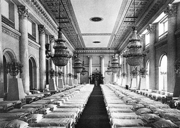 Госпиталь в Николаевском зале