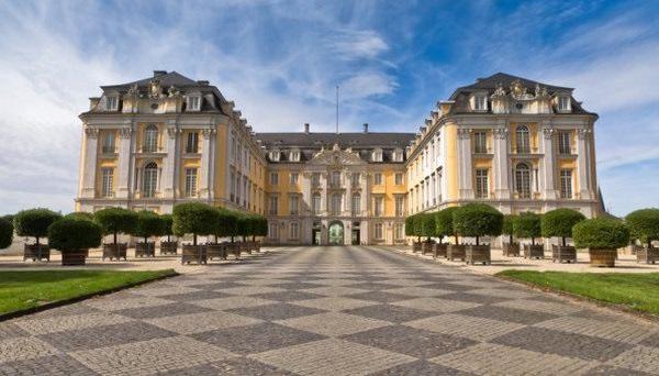 Замок Аугустусбург в Брюле