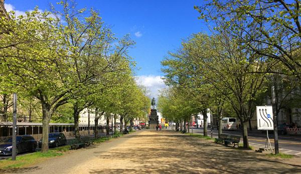 Бульвар Унтер-ден-Линден (Unter den Linden)