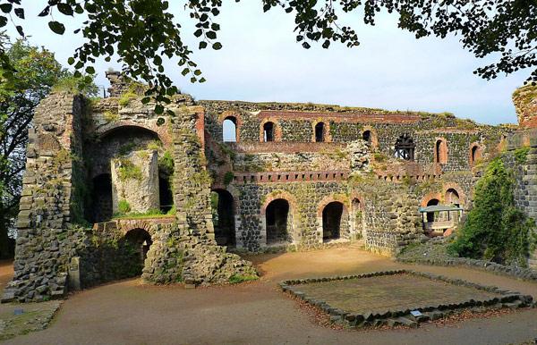 Руины Императорского дворца (Kaiserpfalz Kaiserwerth)
