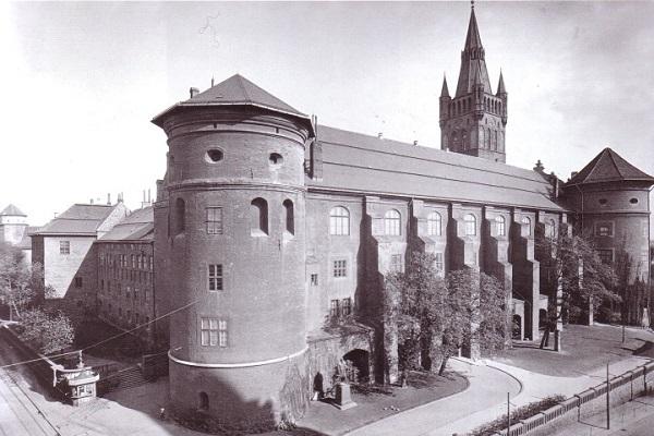 Так выглядел замок раньше