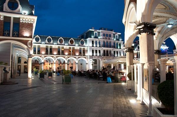 Площадь Пьяцца вечером