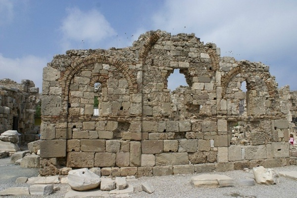 Дворец епископа и базилика