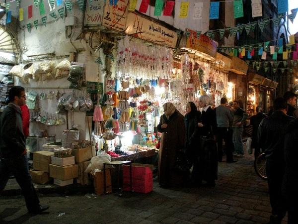 Большой рынок в городе