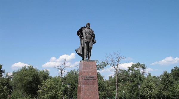 Памятник генералу Ермолову
