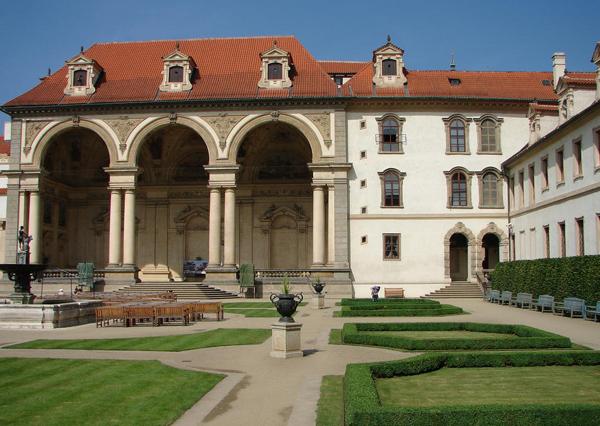 Валдштейнский дворец