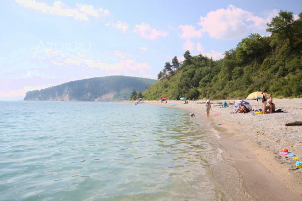 Галечный пляж в бухте Инал