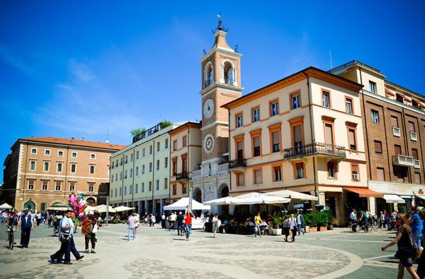 Площадь Трех Мучеников (Piazza Tre Martiri)