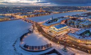 Зимой в Питере заливают катки