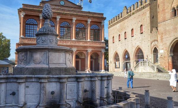 Площадь Кавур (Piazza Cavour)