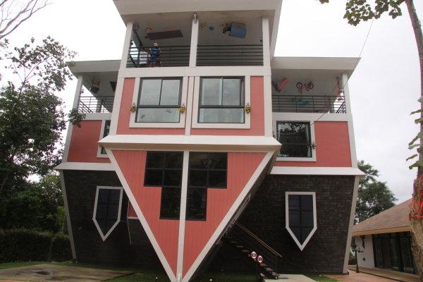 Перевернутый дом Baan Teelanka