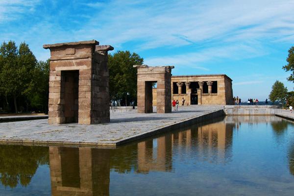 Египетский храм Дебод (Templo egipcio de Debod)