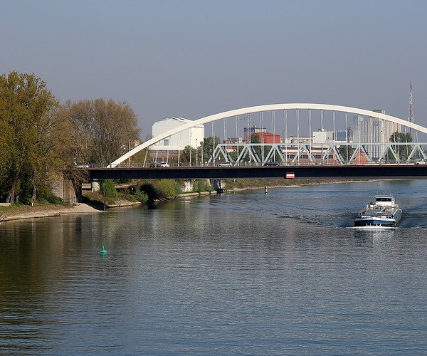 Мост двух берегов