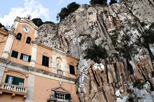 Гора Монте Пеллегрино и церковь Святой Розалии