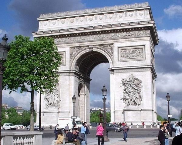 Триумфальная арка Порт д'Экс