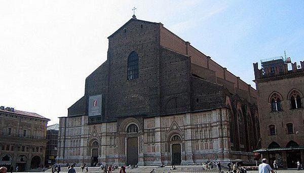 Базилика Святого Петрония
