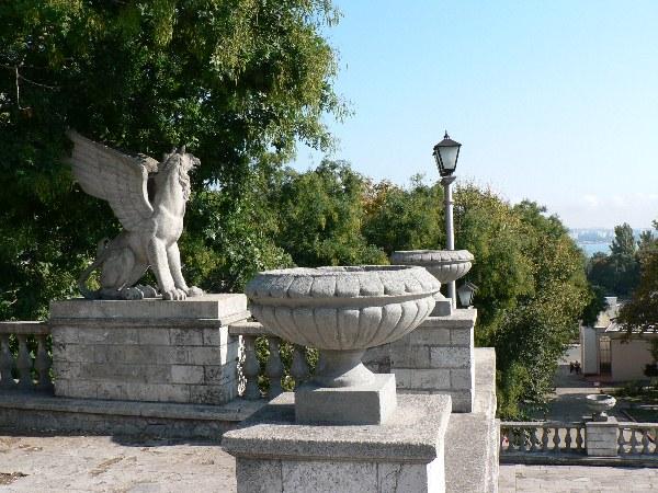 Статуи грифона