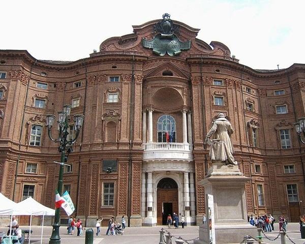 Дворец Кариньяно
