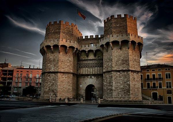 Ворота и башни Серрано