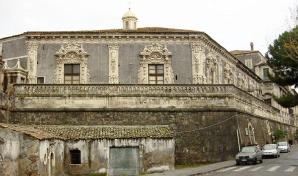 Дворец Бискари