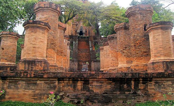 Чамские башни По Нагар (Po Nagar)