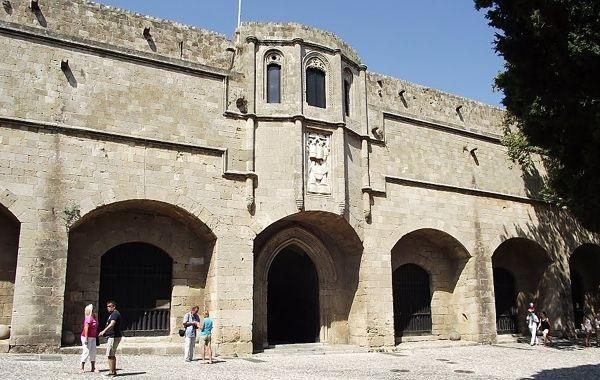 Археологический музей в средневековом госпитале