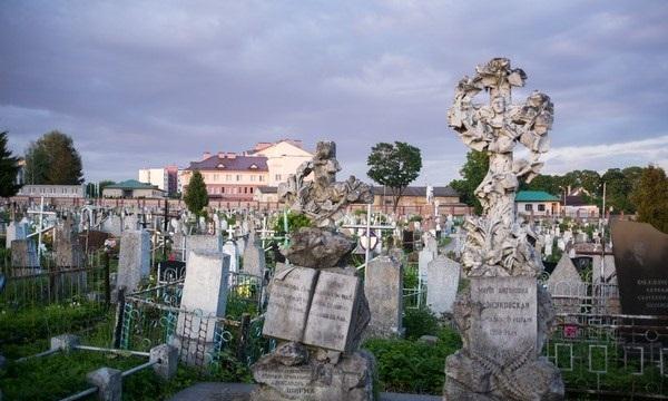 Старое кладбище города