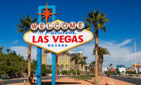"""Знак «Добро пожаловать в сказочный Лас-Вегас» (""""Welcome to Fabulous Las Vegas, Nevada"""" sign)"""