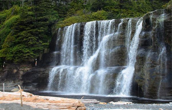В окрестностях Ванкувера много красивых водопадов