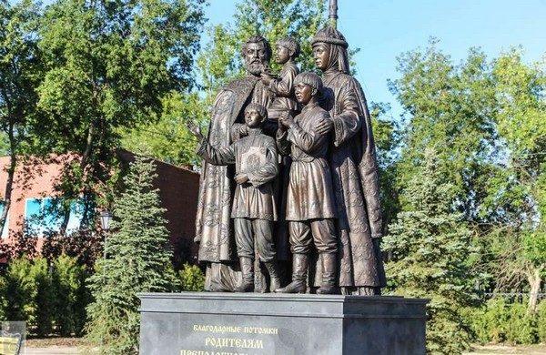 Памятник святым Кириллу и Марии