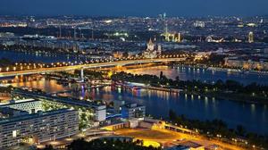 Варна является одновременно и крупнейшим портом Болгарии, и важной транспортной артерией, и популярным курортом